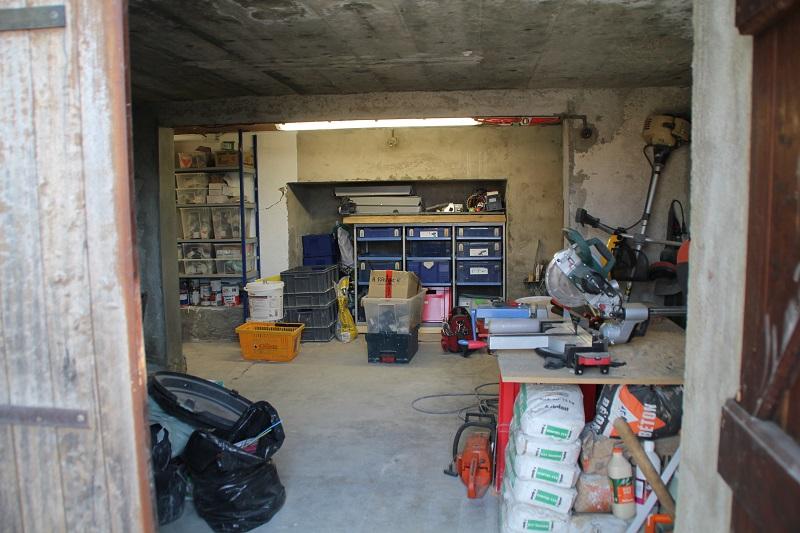 Atelier en sous sol :)  12_Atelier_Entree